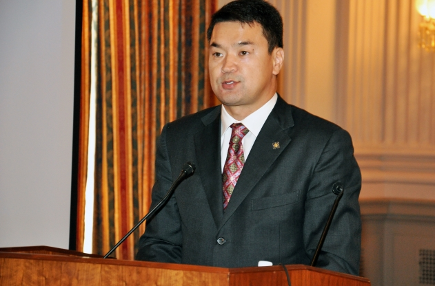Chimed_Saikhanbileg,_Leader_of_the_Democratic_Party_Caucus_in_the_Mongolian_State_Great_Hural_(Parliament)_(2).jpg